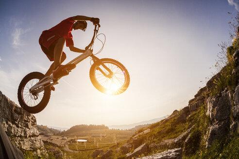 Acrobatic biker on trial bike - GIOF04115