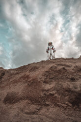 Spaceman standing on slope of nameless planet - VPIF00434