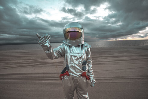 Spaceman pointing at something on a nameless planet - VPIF00464