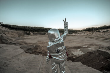 Spaceman making peace sign on a nameless planet - VPIF00500