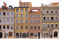 Poland, Warsaw, Old town, row of houses - FCF01436