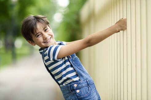 Portrait of smiling little girl playing outdoors - JSMF00415