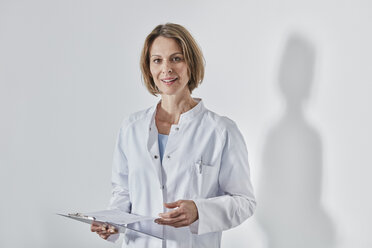 Portrait of female doctor with anamnesis questionnaire - RORF01444