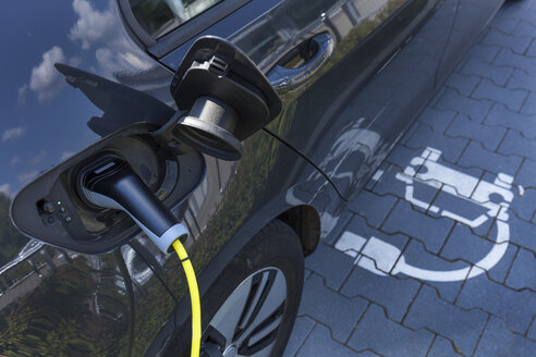 Charging of an electric car - TCF05518