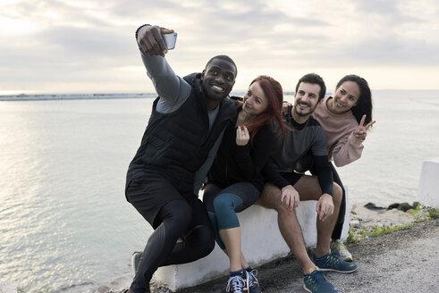 Group of sportspeople taking a selfie - JNDF00022