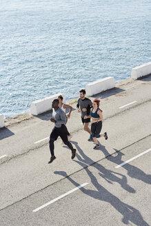Group of people jogging - JNDF00037