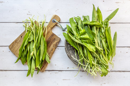 Ramson on wooden board and wickerbasket - SARF03889