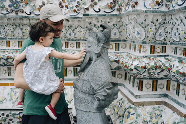 Thailand, Bangkok, Wat Arun, Father and daughter visiting the Buddhist temple - GEM02246