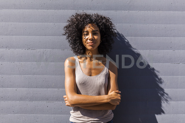 Portrait of content young woman with curly hair in summer - TCF05564 - Tom Chance/Westend61