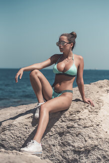 Teenage girl wearing bikini and sunglasses - ACPF00204