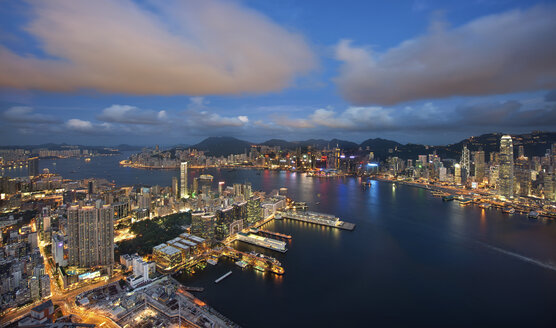 Aerial view of Hong Kong at dusk. - MINF08061