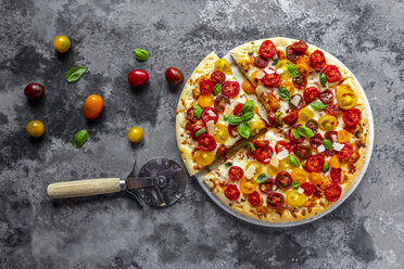 Sliced pizza with tomatoes and basil leaves - SARF03899