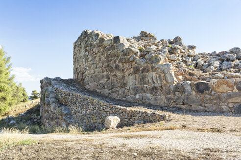 Greece, Peloponnese, Argolis, Tiryns, ancient city, ramp in front of Cyclopean masonry - MAMF00188
