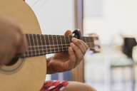 Man playing guitar - AFVF01400