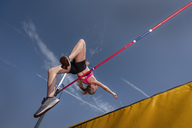 Female high jumper, worm's eye view - STSF01715