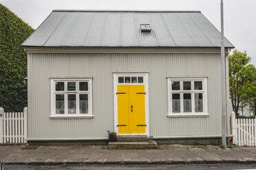 Iceland, Reykjavík, house with yellow door - KEBF00895