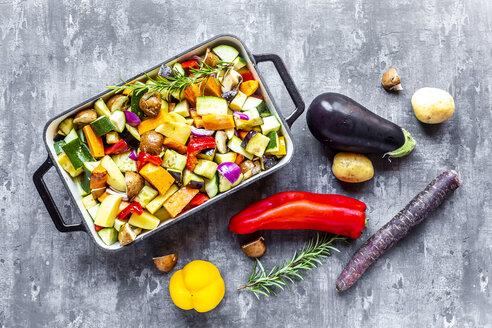 Oven vegetables, zucchini, aubergine, potato, carrot, sweet potato, champignon, onion and garlic - SARF03913