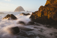 Seascape with breaking waves over rocks at dusk. - MINF08904