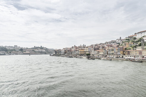 Portugal, Porto, view to the city with Douro River in the foreground - CHPF00516