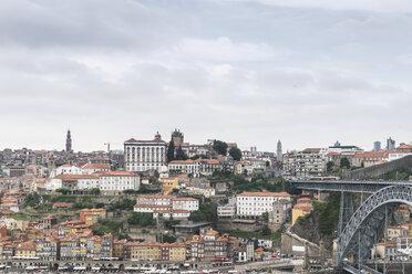 Portugal, Porto, view to the city and Ponte Luiz I Bridge from Vila Nova de Gaia - CHPF00519