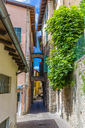 Italy, Lombardy, Salo, Old town, alley - MHF00444