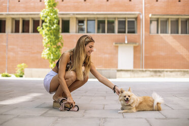 Pretty young woman smiling, caressing a pomeranian - ACPF00251