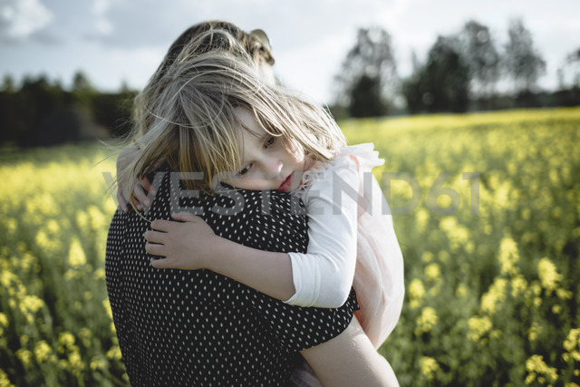 Portrait of little girl on her mother's arms in rape field - PSIF00008 - Petra Silie/Westend61