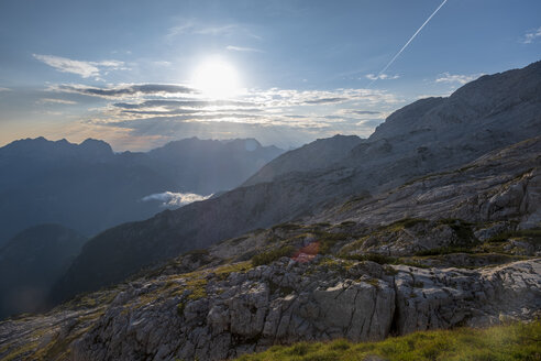 Austria, Salzburg State, Loferer Steinberge, mountainscape in backlight - HAMF00359