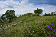 Germany, Franconian Switzerland, lookout and cross - FDF00243