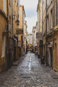 France, Provence, Aix-en-Provence, alley in the old town - FRF00720