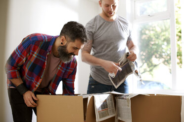 Male gay couple packing, moving out - CAIF21394