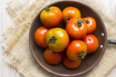 Fresh tomatoes in pan, overhead view - GIOF04249