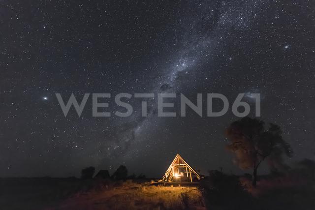 Botswana, Kgalagadi Transfrontier Park, Kalahari, Two Rivers Camp at night, milky way - FOF10191