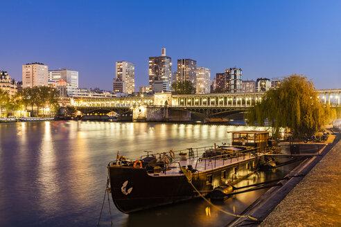 France, Paris, Pont de Bir-Hakeim, Seine river, modern high-rise buildings at blue hour - WDF04803