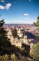 USA, Arizona, Grand Canyon National Park, Grand Canyon, people on viewpoint - GEMF02354