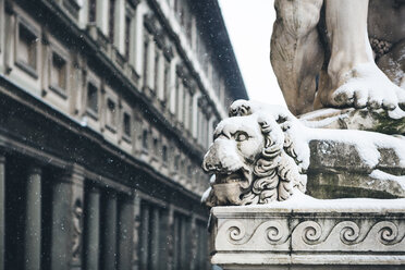 Italy, Florence, detail of sculpture in front of Uffizi Gallery at snowfall - MGIF00213