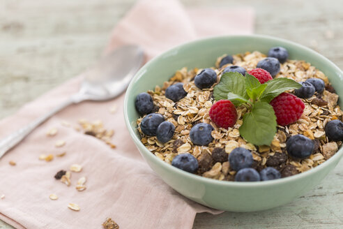 Bowl of muesli with raspberries and blueberries - JUNF01095