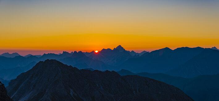 Germany, Bavaria, Allgaeu, Allgaeu Alps, panoramic view from Krumbacher Hoehenweg at sunrise - WGF01235
