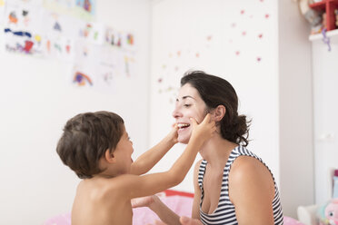 Little boy playing with his mother at home - JASF01905