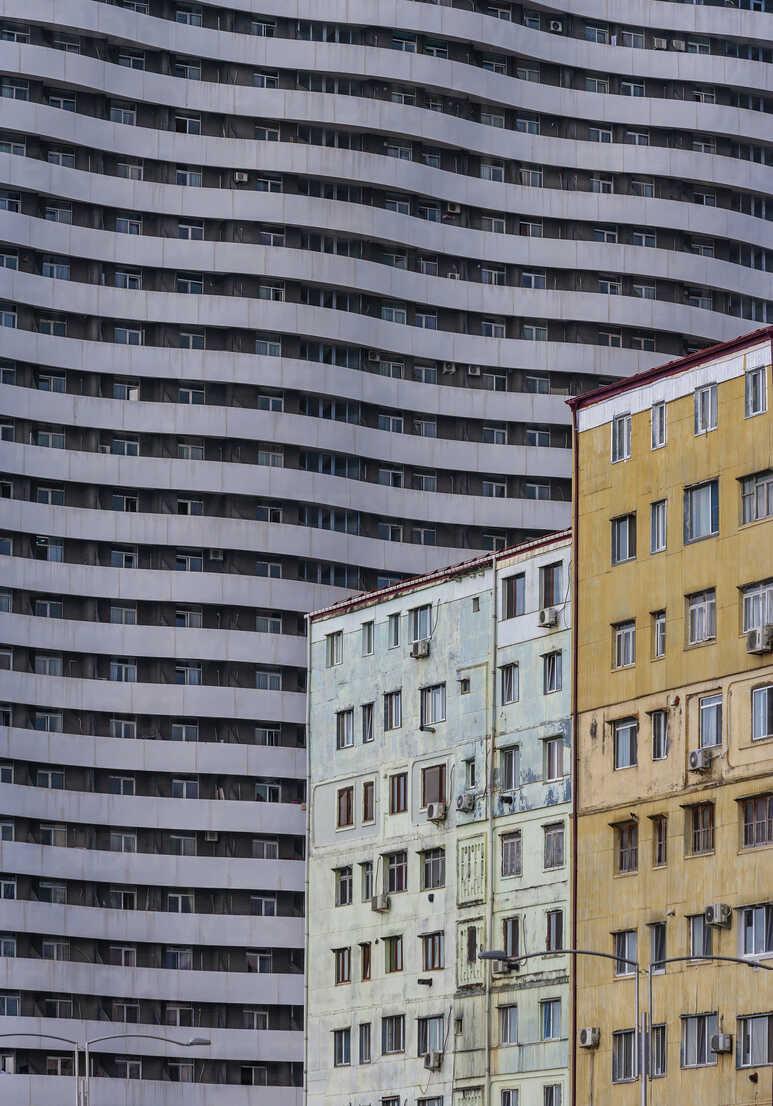 Georgia, Adjara, Batumi, Modern and old house fronts - WWF04382 - Wolfgang Weinhäupl/Westend61