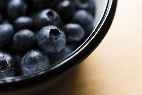 Blueberries in bowl, close-up - RAMAF00032