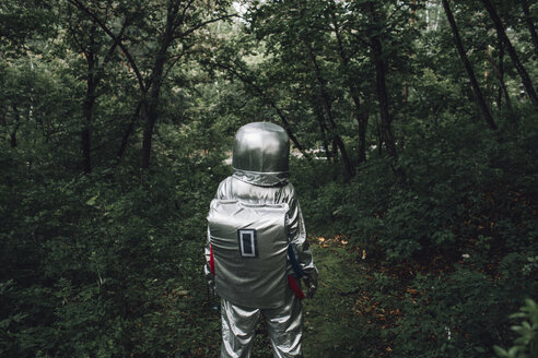 Spaceman exploring nature, walking in forest - VPIF00530