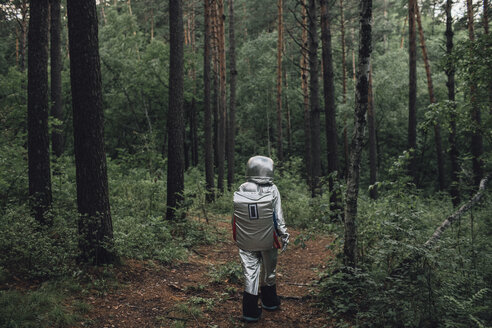 Spaceman exploring nature, walking in forest - VPIF00566
