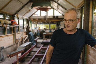 Portrait of a mature man in his workshop - KNSF04678