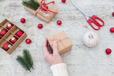 Woman wrapping Christmas presents, partial view - JUNF01167
