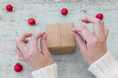 Woman's hands wrapping Christmas present - JUNF01170