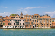 Italy, Venice, row of houses seen from the lagoon - JUNF01210