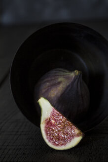Whole and sliced fig - JES00147