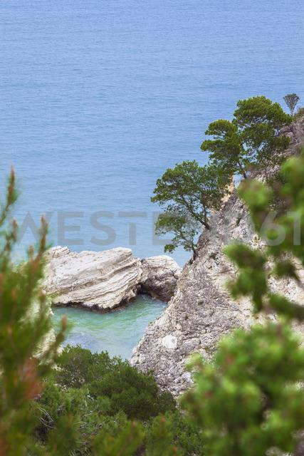 Italy, Puglia, Vieste, rocks in Adriatic Sea - FLMF00002