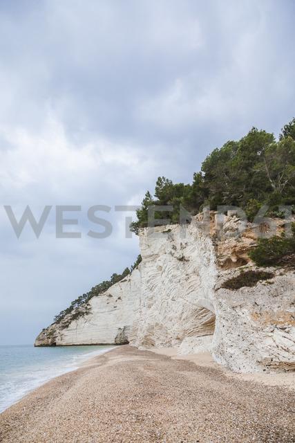Italy, Vieste, empty Vignanotica Beach on a rainy winter day - FLMF00005